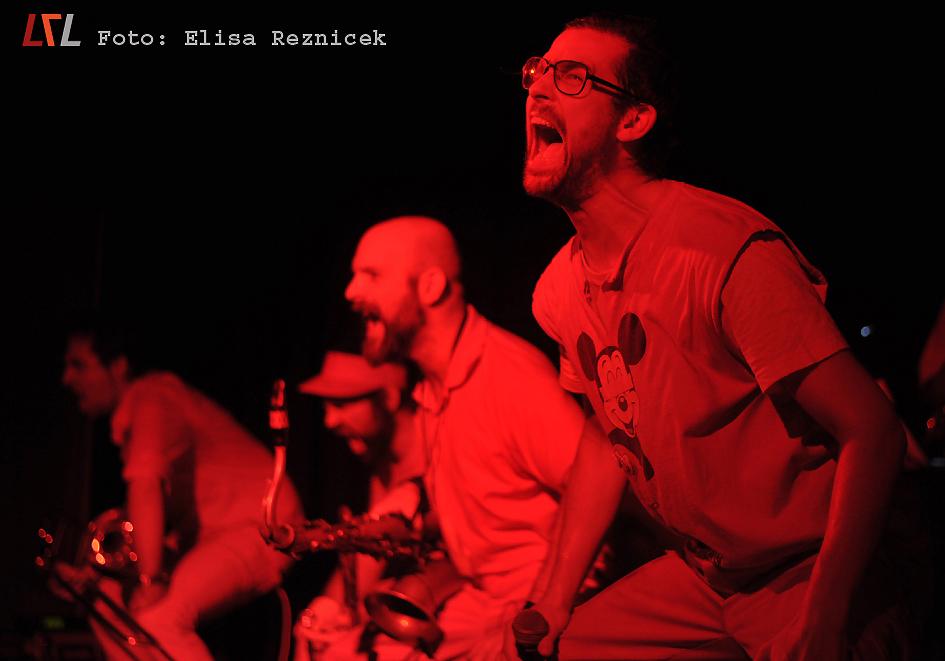 Archivbild: Moop Mama live in Karlsruhe, 2012 (Foto: Elisa Reznicek, lebelieberlauter.de)