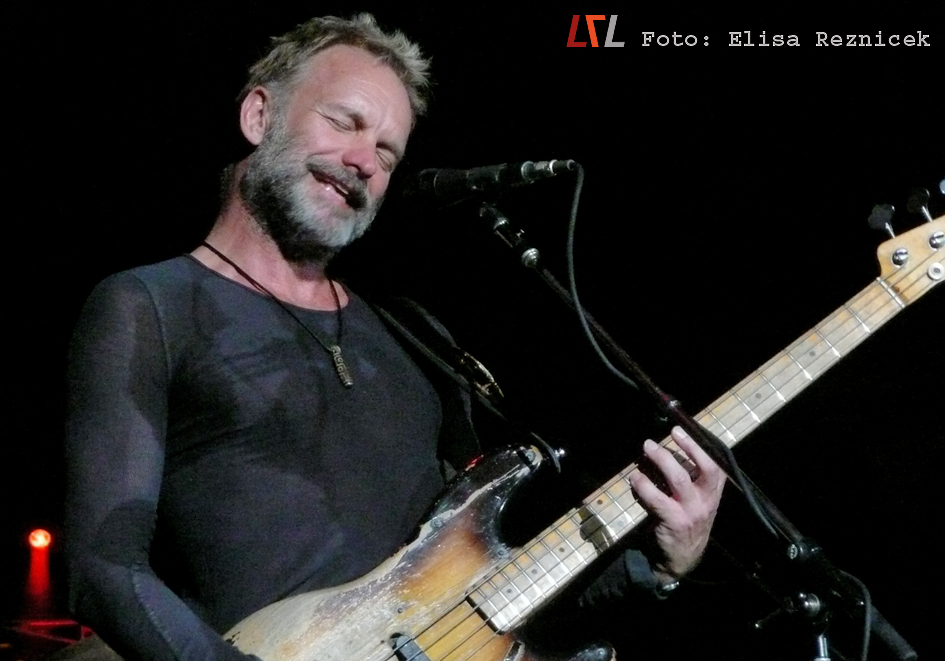 Archivbild: Sting, live in Mannheim 2008 -> der Bart ist mittlerweile ab, ansonsten ist Herr Sumner knackig wie eh und je (Foto: Elisa Reznicek)
