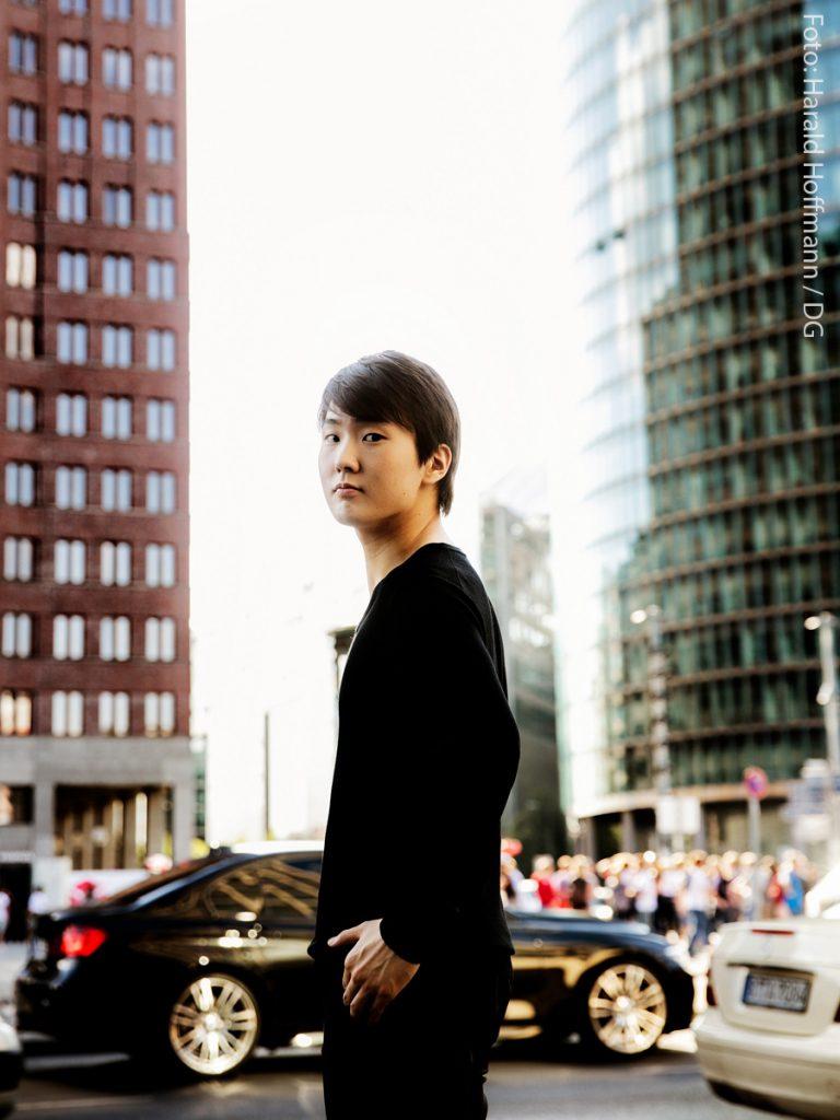 Seong-Jin Cho by Harald Hoffmann (2)