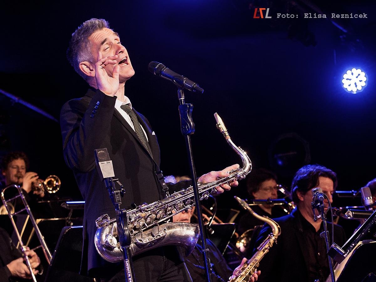 Curtis Stigers & SWR Big Band beim Aalener Jazzfest, 11.11.17 (Foto: Elisa Reznicek, lebelieberlauter.de)