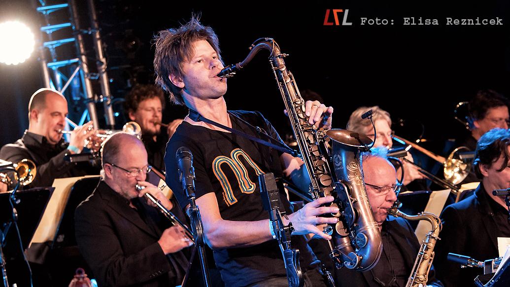 Magnus Lindgren & die SWR Big Band beim 26. Aalener Jazzfest, 11.11.17 (Foto: Elisa Reznicek, lebelieberlauter.de)