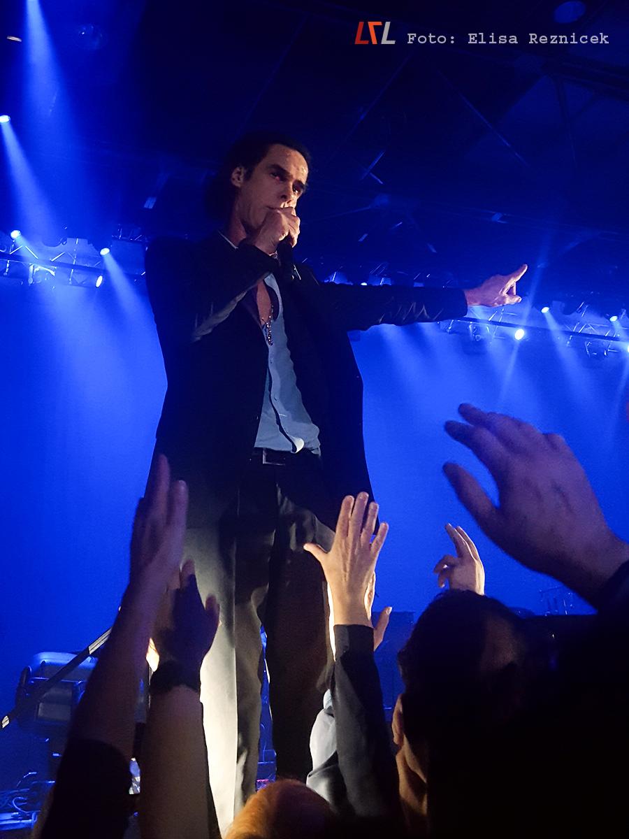 Konzertbild: Nick Cave live in München, 2.11.17 (Foto: Elisa Reznicek, lebelieberlauter.de)