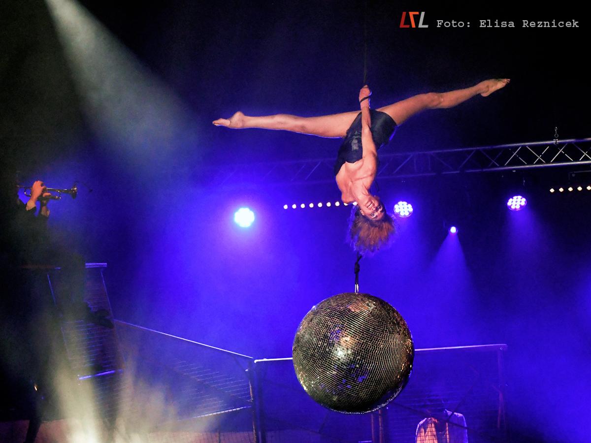 "Cirque Inextremiste ""Extreme Night Fever"", ATOLL Festival, 19.9.18 (Foto: Elisa Reznicek, lebelieberlauter.de)"